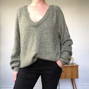 H&M Sage Green V Neck Long Sleeve Knit Sweater M